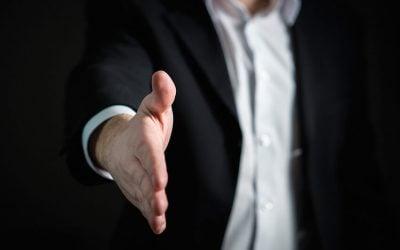 Comprar y vender acciones de una empresa